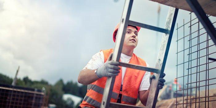 Rösch Unternehmensberatung Bauarbeiter auf der Leiter